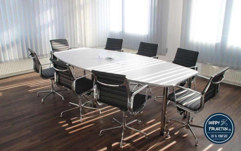 bureaustoelen in vergaderruimte
