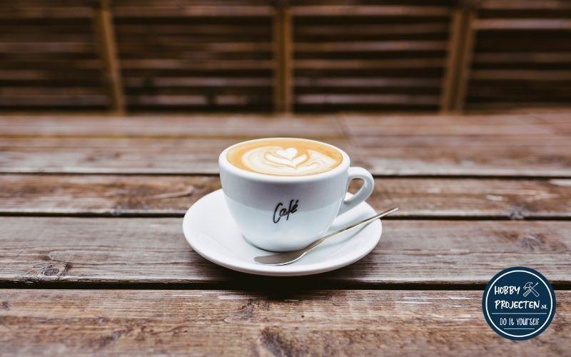 koffie kopje op een houten tafel